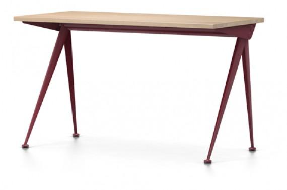 Ordinateur de bureau de l enseignant japonais avec tiroir table