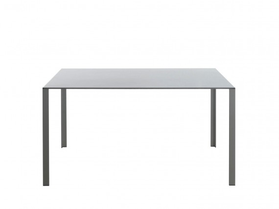 Tables table lessless 140x140 molteni for Table 140x140 design