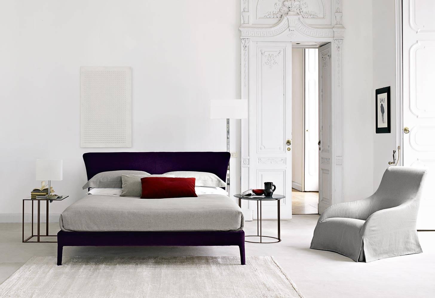Febo, également en version lit, en six dimensions différentes, avec tête de lit élégante et accueillante, design par Antonio Citterio